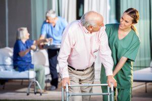 پرستار سالمند ، معیارها و وظایف و ویژگی های فردی