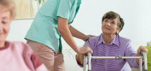 استفاده از واکر در سالمندان