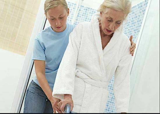 تکنیک های تشویق سالمند به استحمام