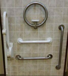 تشویق سالمند به استحمام با ابزار کمکی