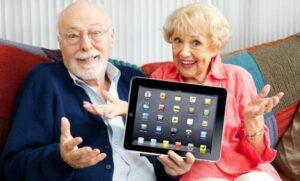 لزوم آموزش تکنولوژی به سالمندان