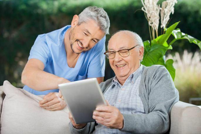 طریقه آموزش تکنولوژی به سالمندان