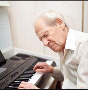 فواید موسیقی درمانی در سالمندان