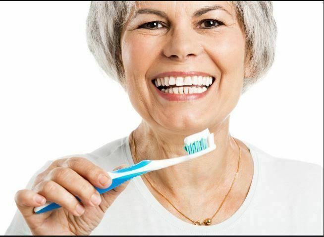 مراقبت از دندان سالمند با مسواک