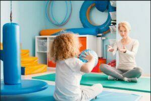 کاردرمانی در کودکان و استفاده از ابزار