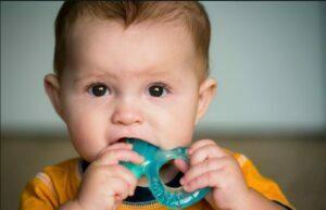 زمان دندان در آوردن کودک