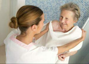 حمام و نظافت سالمند
