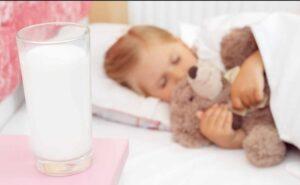 فواید نوشیدن شیر قبل از خواب