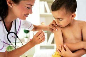 عوارض واکسن زدن
