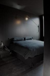 خواب عمیق در اتاق خواب تاریک