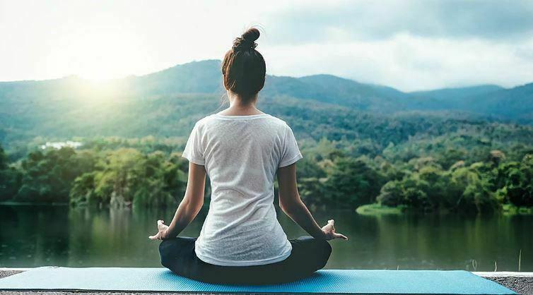 یوگا چیست و هر آنچه که لازم است در مورد آن بدانید