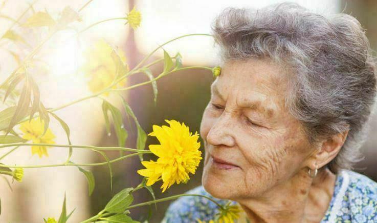 فواید رایحه درمانی برای سالمندان