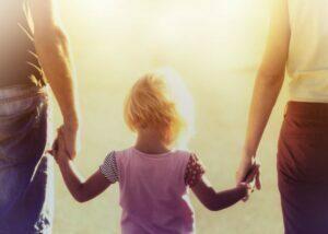 برقراری ارتباط مستحکم بین فرزند و والدین چگونه شکل می گیرد