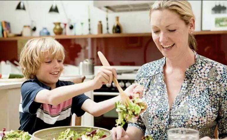 غذا خوردن خانوادگی