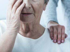 بیمار مبتلا به آلزایمر