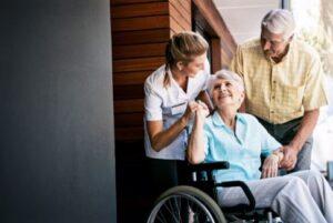 مهم ترین ویژگی های پرستار سالمند