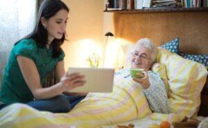 ویژگی های پرستار سالمند و ارتباط موثر