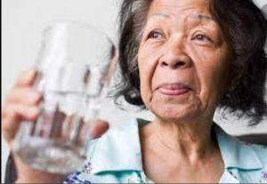 کمبود آب در سالمندی