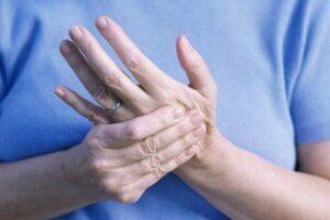 تشخیص لرزش دست