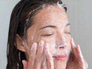 شستشو پوست چرب