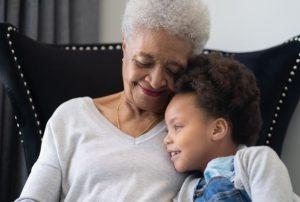 سالمند مبتلا به زوال عقل و مراقبت از نوه